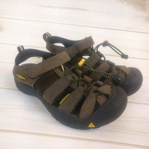 Kids Keen Waterproof Sandals/ Shoes Size 3